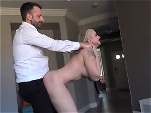 huge-boobed Leya Falcon toughly bootie pounded by Pascal milky
