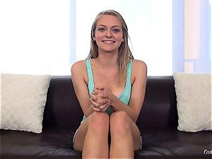 Alli Rae humps it at her audition session