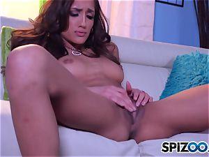 Chloe Amour milking
