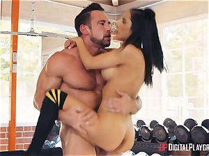 fitness coach Johnny Castle and his fresh student Tia Cyrus