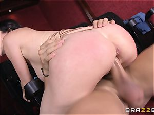 Bad mommy Rayveness pulverizes super-fucking-hot boy in pornography theatre