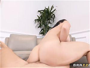 Rachel Starr packed in her pussy
