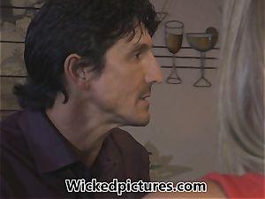 Samantha Saint picks up a man at a bar for bang-out
