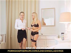 LOS CONSOLADORES - sensuous blonde girls share sausage