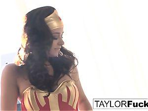 Taylor Is Wonder damsel