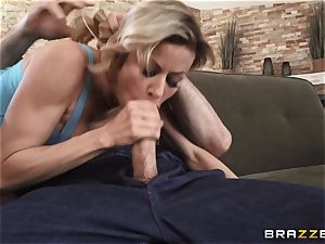 Alexis Fawx picked the right peach