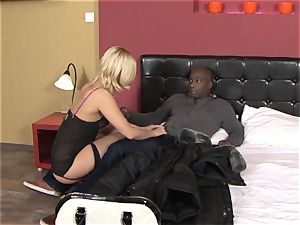 Invited a stranger hotwife trainer to shag ash-blonde wifey