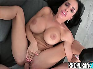 buxom realtor Victoria June plumbs to make a sale