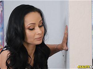 two femmes slurping vagina