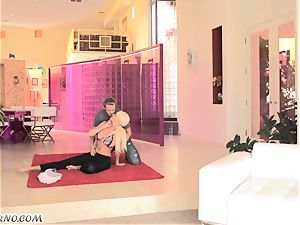 Sports instructing with a mature buxom blondie