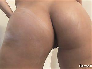 busty Diamond kitten gropes her raw honeypot