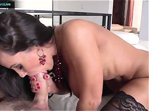 Lisa Ann has no problem getting her ass-hole torn up