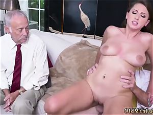 Real inexperienced wifey rides After getting to know the fellows nicer, she impresses even more